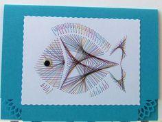 **FADENGRAFIK Glückwunschkarte / Grußkarte Fische 01**  Fadengrafik mit dem abgebildeten Motiv auf einer  **Doppelkarte mit Umschlag Format A6 quer**  Karte in hellblau, Umschlag neutral in...