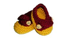 Harry Potter booties! Someone please remember these for my baby shower :)