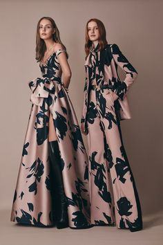 Get inspired and discover Elie Saab trunkshow! Shop the latest Elie Saab collection at Moda Operandi. Vestidos Fashion, Fashion Dresses, Fashion Show Collection, Couture Collection, Couture Fashion, Runway Fashion, Fashion 2018, Fashion Goth, Fashion Trends