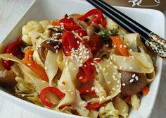 Taitei prajiti asiatici Pasta Salad, Meat, Chicken, Cooking, Ethnic Recipes, Food, Crab Pasta Salad, Kitchen, Kochen