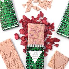 KW STRAWBERRY BLACK PEPPER Fettiluxe Bar - Chocolate Bar - Compartes Chocolatier Gourmet Chocolate - 1