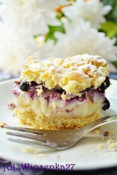 Brittle Cake with Milk Pudding & Blueberries Raw Food Recipes, Sweet Recipes, Cake Recipes, Dessert Recipes, Cooking Recipes, Polish Desserts, Polish Recipes, Keks Dessert, Delicious Desserts