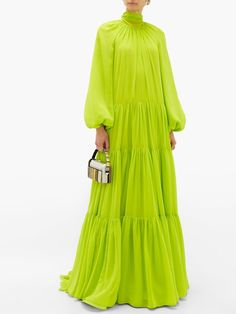 Christopher Kane's acid-yellow cardigan was unveiled in the runway show which showcased the label's flair for bright colours and sparkling adornments. Event Dresses, Casual Dresses, Boho Outfits, Fashion Outfits, Simple Pakistani Dresses, Fairytale Fashion, Valentino Dress, Chiffon Gown, Yellow Fashion