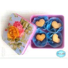 E tem novidade no #MardeJujuba!!! 💗💜💙💛 Caixinhas de biscoito, para presentear quem você ama!! Os sabores dos biscoitos são: Tradicional, Rum, Limão Siciliano, Banana e Açúcar com Canela! Deliciosamente lindos!! Escolha sua estampa! 🌸🌼 #lata #cookies #biscoitos #biscoitoamanteigado #artesanal #amanteigado #latadebiscoito #natal #natal2016 #lembrancinhasdenatal #lembrancinha #presente #gift #presentedenatal #cristmas #flowers #flores