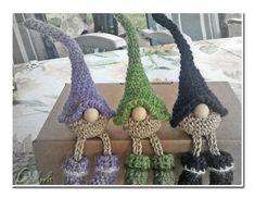 """Gunnies"" erobern die Welt – lucky gnomes are conquering the world Diy Crochet And Knitting, Crochet Patterns Amigurumi, Crochet Crafts, Crochet Dolls, Yarn Crafts, Crochet Projects, Free Crochet, Crochet Christmas Decorations, Christmas Crochet Patterns"