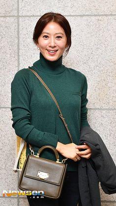 Kim Hee-ae (김희애) - Picture @ HanCinema :: The Korean Movie and Drama Database Thai Drama, Korean Actresses, My Idol, Kdrama, Fangirl, Turtle Neck, Female, Gallery, Thailand