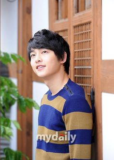 Photo of News Iinterview Photo  for fans of Song Joong Ki ( 송중기).
