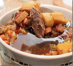 Skinny Slow Cooker Beef Stew - flavorful, hearty, and delicious! No need to turn on the oven! #slowcooker #healthy #skinnyms #recipes
