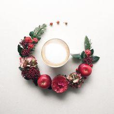2016.12.23 Happy Friday ♡ coffee time☕️ . . . . . クリスマスカラーのお花で コーヒータイム☕️ 素敵な休日をお過ごし下さい . . . . . #花のある暮らし#コーヒー