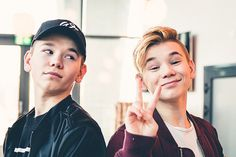 Tinus is mine Cute Twins, Cute Boys, I Go Crazy, Love U Forever, M Photos, Twin Brothers, Hottest Pic, Handsome Boys, Good Music