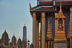 Bangkok – Temple of the Emerald Buddha Bangkok Shopping, Bangkok Hotel, Bangkok Travel, Bangkok Thailand, Premier Pools, Bar Set, Best Player, Big Ben, Places To See