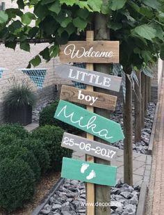 Geboortepaal Mika, geboortebord, wegwijzer, wegwijspaal