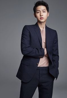 This might possibly be the final batch of shots of Song Joong Ki from Harper's Bazaar China. For the other batches, visit here: and S… Park Hae Jin, Park Seo Joon, Song Hye Kyo, Korean Star, Korean Men, Asian Actors, Korean Actors, Korean Celebrities, Moda Masculina