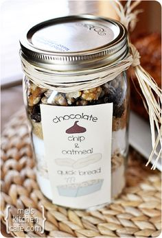 Oatmeal Chocolate Chip Quick Bread (In a Jar!) Oatmeal Chocolate Chip Quick Bread {In a Jar! Mason Jar Meals, Mason Jar Gifts, Meals In A Jar, Mason Jars, Gift Jars, Chocolate Chip Bread, Chocolate Chip Oatmeal, Chocolate Jar, Chocolate Gifts