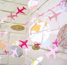 Jetez un oeil à la guirlande de plan de l'Air ! Maintenant en dégradé de rose :) Cest 10 long et prêt pour agrémenter une partie ou de la salle. En papier, cette guirlande est réutilisable et de longue durée. Elle est faite de différentes tailles de cercles et de mini avions. Elle peut être rendue plus longues sur demande
