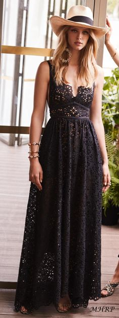 """Elie Saab Resort Boho look in black. I like the neckline of the dress and how even though the fabric is delicate, the overall feel of the look is not too """"dainty"""". Boho Summer Outfits, Spring Dresses Casual, Hipster Outfits, Mode Outfits, Trendy Dresses, Elegant Dresses, Spring Outfits, Nice Dresses, Fashion Dresses"""