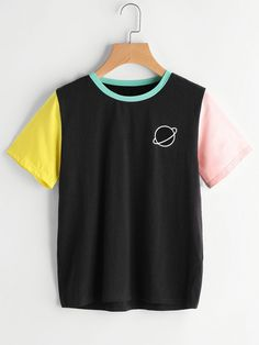 SheIn offers Color Block Saturn Logo Tee & more to fit your fashionable needs. Source by dresses design Dress Outfits, Girl Outfits, Casual Outfits, Fashion Outfits, Dress Fashion, Ootd Fashion, Fashion Trends, Mode Logos, Frack
