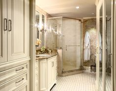 Amazing traditional bathroom design from Tres McKinney Design  #Bathroom #Traditionaldesign #White #DreamHome
