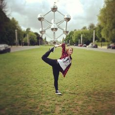 #Brüssel #Atomium #cheer #scorpion #me #try #Cheerleader #Dance #dancer #acro #Flexibilität #flexibility #cool