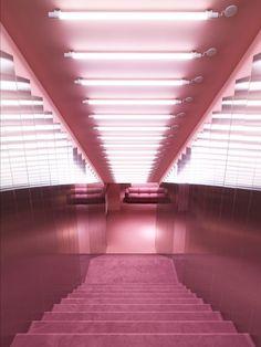 """Normann Copenhagen, Das Licht am Ende des Tunnels… ist Pink – und in Form von Sofa """"Swell"""" mehr als gemütlich. (Foto: Normann Copenhagen)"""