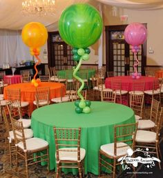 first balloon centerpiece I have EVER liked! They would be great with an LCD light inside for a dark enviroment!
