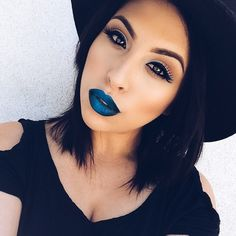 not exactly the easiest look to pull off but if you can? GO FOR IT!!! she looks amazing! #blue #lips