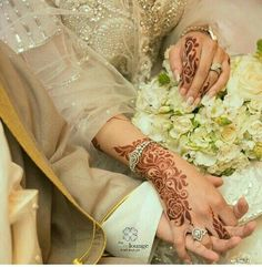Image in mehndi collection by Rose hussain on We Heart It Arabic Henna, Henna Mehndi, Hand Henna, Henna Body Art, Henna Art, Heena Design, Mahendi Design, Cute Muslim Couples, Mehndi Designs For Fingers