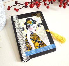 Agenda 2015 original noir et jaune, illustré geisha, dentelle et pompon. : Carnets, agendas par mes-tites-lilis