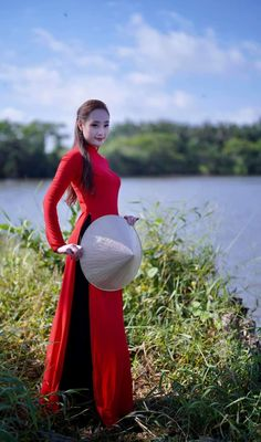 Vietnamese Traditional Dress, Traditional Dresses, Formal Dresses, Fashion, Dresses For Formal, Moda, Formal Gowns, Fashion Styles, Formal Dress