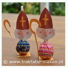 Risultati immagini per bricolage st nicolas Catholic Crafts, Catholic Kids, Noel Christmas, Christmas Ornaments, Primitive Christmas, Retro Christmas, Country Christmas, St Nicholas Day, Diy And Crafts