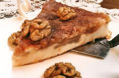Не знаю, как точно определить жанр этого блюда – запеканка? пирог? сырник? тарт татен? Правда, очень похоже на знаменитый французский перевернутый пирог,, только вместо корзиночки из рубленого или песочного теста – нежная творожная запеканка.