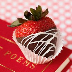 Looking for an easy Valentine's Day treat? Try making these Double-Dipped Strawberries! #GF