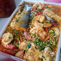 Fish Pepper Soup Recipe, Stuffed Pepper Soup, Stuffed Peppers, Nigerian Soup Recipe, Soup Recipes, Salad Recipes, Nigeria Food, Ghanaian Food, West African Food