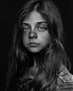 Foto Portrait, Portrait Art, Face Photography, Photography Women, Black And White Portraits, Black And White Photography, Face Drawing Reference, Freckles Girl, Model Face
