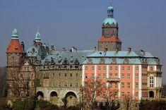 Castelo Ksiaz, Polônia.Também conhecido como a Pérola da Baixa Silésia, o Castelo Ksiaz foi construído no século XIII por Bolko I (segundo filho de Boleslau II, o Calvo). O castelo foi destruído e reconstruído diversas vezes ao longo dos anos.