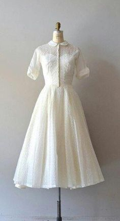 There are lots of various styles of bridal gown, nearly as many styles of wedding event dresses as there are shapes of ladies. No 2 females are shaped the very same and that is why it is so important to get wedding event gowns tailored to fit the bride. Pretty Outfits, Pretty Dresses, Beautiful Dresses, Vintage 1950s Dresses, Vintage Outfits, 1950s Fashion, Vintage Fashion, Moda Vintage, Event Dresses