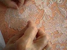 from original pin: Needle lace. This is interesting to watch. Long hours made for expensive lace. Tambour Embroidery, Embroidery Needles, Silk Ribbon Embroidery, Embroidery Applique, Needle Tatting, Needle Lace, Bobbin Lace, Romanian Lace, Types Of Lace
