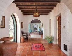 """Decorate Spanish Colonial """"Old Hollywood"""" Style With Whitewashed Walls. - Decorate Spanish Colonial """"Old Hollywood"""" Style With Whitewashed Walls. Eye For Design: Decorate Spanish Colonial """"Old Hollywood"""" Style With Whitewashed Walls. Spanish Colonial Homes, Spanish Style Homes, Spanish Revival, Spanish Hacienda Homes, Spanish Style Interiors, Mexican Style Homes, Spanish Haciendas, Spanish Style Decor, Spanish Interior"""
