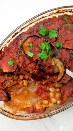 Aubergine Chickpea Bake - Healthy Middle Eastern dish with aubergine and chickpeas in a thick tomato sauce. Vegan, gluten free and so yummy!