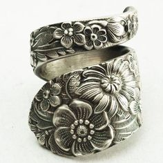 I Love Jewelry Antique Stieff Floral Sterling Silver Spoon Ring, Made in YOUR Size - Spoon ring! I love vintage looking things and floral stuff! Where can I get one besides Etsy? I Love Jewelry, Jewelry Shop, Jewelry Accessories, Fashion Jewelry, Jewelry Making, Jewellery Box, Jewelry Stores, Temple Jewellery, Jewelry