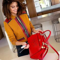 @coach: This bag could be yours. Enter for a chance to win 1 of 150 signed Selena Grace bags. One grand-prize winner will also win a trip to New York City to meet @SelenaGomez. #CoachxSelena #CoachNY @coach: Este bolso podría ser tuya. Ingresa para tener la oportunidad de ganar 1 de los 150 bolsos Selena Grace. Una ganadora del gran premio también ganará un viaje a Nueva York para reunirse con @SelenaGomez. #CoachxSelena #CoachNY #SelenaGomez #Selena #Selenator #Selenators #Fans