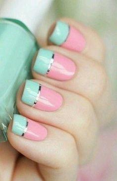 Uñas con colores celeste pastel y rosa pastel