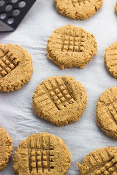 These healthy peanut butter cookies couldn't be easier! Rich and tender, these gluten-free peanut butter cookies are made without oil or butter and with (very) minimal natural sweetener. Just one bowl and six ingredients are required! Healthy Peanut Butter Cookie Recipe, Gluten Free Peanut Butter Cookies, Sugar Free Cookies, Best Peanut Butter, Butter Cookies Recipe, Healthy Cookie Recipes, Dog Treat Recipes, Healthy Cookies, Healthy Sweets