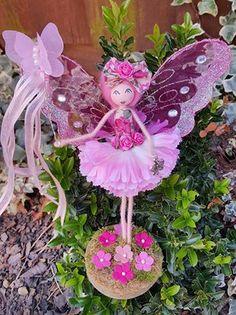 Lula Tuesdays Flower Fairies, Flower Petals, Angel Flowers, Fairy Crafts, Doll Crafts, Clothespin Dolls, Tiny Dolls, Doll Tutorial, Wooden Dolls