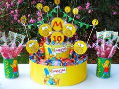 Torta de golosinas personalizada con personajes y pinchos de golosinas…
