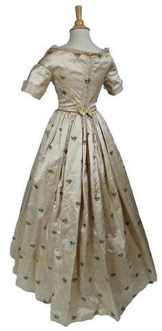 Spitalfields Silk Brocade c.1780 Gown Construction 1840's, Portraits 1840 & 1930 | eBay