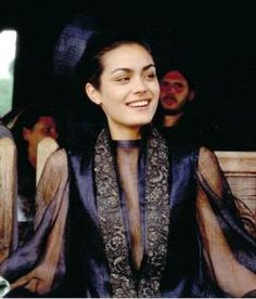 """Shannyn Sossamon in """"A Knight's Tale"""" Her costumes in this film aren't particularly accurate for the time period, but they're pretty nonetheless. Film Inspiration, Character Inspiration, Fashion Inspiration, Design Inspiration, Shannyn Sossamon, A Knight's Tale, Ella Enchanted, Medieval Costume, Fantasy Costumes"""
