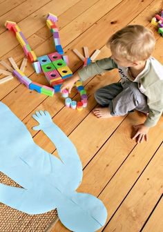 Great STEAM activity for preschoolers! Building me with blocks! Kids love this classic activity - with a neat twist.