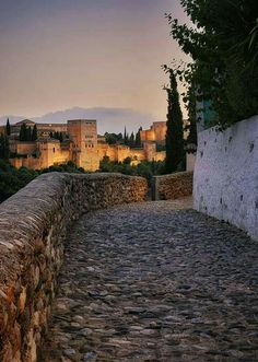 Granada Andalucia, Andalusia Spain, Granada Spain, Places To Travel, Places To Go, Grenade, Le Palais, Islamic Architecture, Moorish