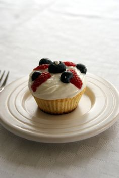 of May cupcakes from Discipline Your Dedication - Healthy Dessert Recipes, Healthy Sweets, Healthy Cooking, Desserts, Do You Know The Muffin Man, Muffin Mix, Cupcakes, Healthy Muffins, Cheesecake